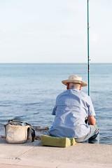 Dulce espera (Media_Mirada) Tags: canon eos70 mar mallorca pescador pesca