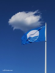 Nel blu dipinto blu......un caro saluto a tutti Voi (lefotodiannae) Tags: italia mare estate blu azzurro bandiera 2016 lefotodiannae