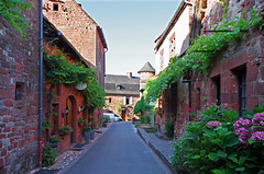 Collonges-la-Rouge (Corrèze). (sybarite48) Tags: collongeslarouge corrã¨ze france ruelle gasse alley زقاق 巷 callejón δρομάκι vicolo アリー steeg aleja beco аллея geçit village dorf قرية 村里 pueblo χωριό villaggio 村 dorp wieś aldeia деревня köy corrèze