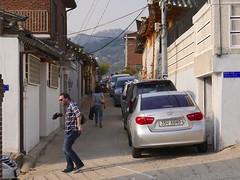 Bukchon Hanok Village (Travis Estell) Tags: bukchonhanokvillage john jongno jongnogu korea republicofkorea seoul sharedstreet southkorea