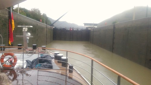 Water level in lock falling, Germany/Austria border