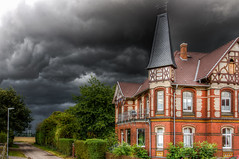 Built 1902 (AHO66) Tags: stormfront germany fachwerkhaus halftimbered clouds hdr gewitter timberframed barrigsen sturmfront fachwerk deutschland niedersachsen oldhouse wolken sommer sturm barsinghausen de