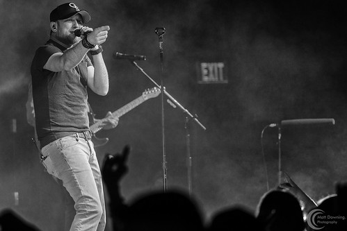 Cole Swindell - April 3, 2015 - Hard Rock Hotel & Casino Sioux City
