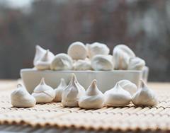 Merengue suizo (geniavaphoto) Tags: stilllife food photo sweet comida fotografia bodegon merengue foodphotography reposteria foodstyling fotografíadealimentos