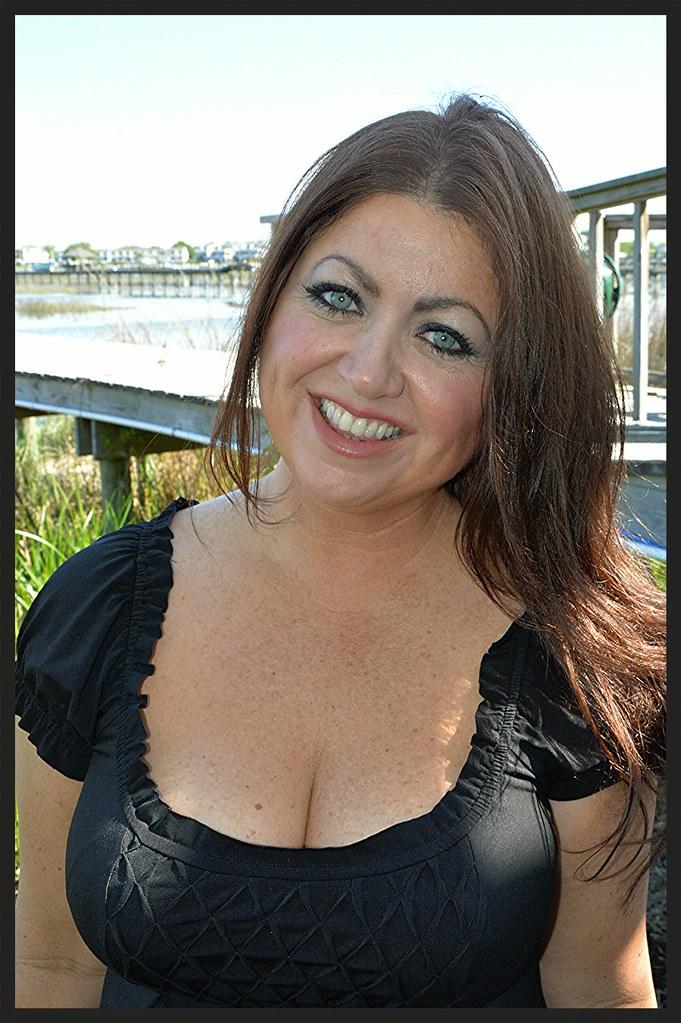 Busty mature woman pics
