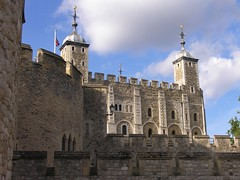 The White Tower (jere7my) Tags: greatbritain vacation england london castle history unitedkingdom treasury historic prison fortress englishhistory toweroflondon whitetower 1066 2014 royalmint thetoweroflondon crenelations wakefieldtower hermajestysroyalpalaceandfortress