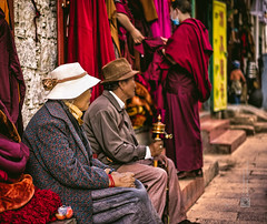 Tibet, candid shot of a resting elderly couple (Lhasa, China), 06-2016, 09 (Vlad Meytin, vladsm.com) (Vlad Meytin | Instagram: vmwelt) Tags: pictures china street summer photography couple asia sitting candid chinese streetphotography oldman tibet elderly monks oldlady tibetan local resting  lhasa narrowstreet    chengguan   khimporiumco meytin vladmeytin vladsm vladsmcom