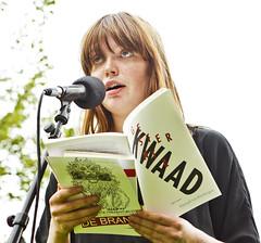 Hannah van Binsbergen op het theeveld