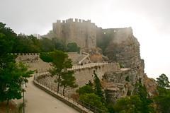 Erice (happylittlecaravan) Tags: erice sicilia nebbia sicily borgo medievale borgomedievale trapani fog castello castle rocca happylittlecaravan