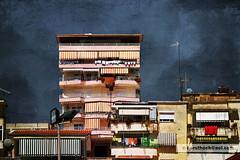 Saranda Albanien/Albania (Howdys) Tags: haus gebude verwittert fassade fenster balkon putz wand saranda albanien ionische meer europa nikon d7100 rosa gelb markisen hochhaus antennen architektur