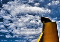 (Helena Hayde Sansiviero) Tags: chimney clouds nubes barco chimenea