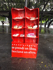 Scambi (Samantha M. C-) Tags: red square book books read change piazzacairoli cairolisquare