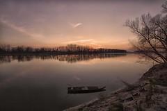 sulla scia di un tramonto (mat56.) Tags: trees sunset sky alberi reflections river landscapes boat barca tramonto fiume atmosphere trail cielo po antonio riflessi paesaggi atmosfera lombardia lodi pianura scia lodigiano padana sennalodigiana cortesantandrea mat56 romei