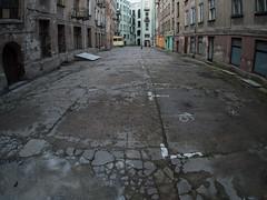 Risse im Gefüge (grapfapan) Tags: urban backyard poland polska livingspace lodz