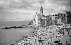 camogli (thomasw.) Tags: camogli liguria ligurien italia italien italy europe europa 35mm travel street analog bw bn sw