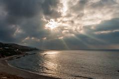 Cielo abriendo (J13Bez) Tags: agua amanecer costa estrecho guadalmesi mar playa rocas estrechodegibraltar sea coast cloud nube nubes cielo sunrise d90