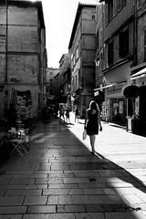 Fin d'aprs midi (bong.13) Tags: avignon vaucluse provence france people sonyrx100 street sun soleil ombre lumire urban noiretblanc blackandwhite ville rue