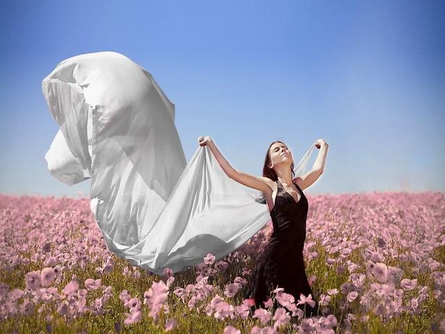 Girls_Beautyful_Girls_In_the_field_022790_