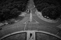 The Circle (Nicolas.S.) Tags: berlin germany architecture abstrakt blackandwhite roads view perspective siegessule crossroads cross summer traffic chaos cars trucks park green trees