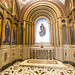 La capilla es de inspiración neobizantina, decorada con mármoles y mosaico que sigue modelos cosmatescos. Está cubierta de una bóveda baída con pinturas al óleo igual que en las paredes. El suelo de mármol de diferente colores forma unos dibujos geométricos.  La pintura de la bóveda representa los 'Cuatro Evangelistas', obra de A. Ferrant (1889). En los tres lunetos se enmarcan pinturas que representan a 'Sueño de San José, en el lado de la epístola y firmado por A. Ferrant; a 'Cristo en Majestad rodeado de ángeles', sobre la puerta de entrada y firmado por el artista valenciano Francisco Javier Amérigo y Aparici (1842); y a 'Fernando III el Santo y Mercenarios'. en el lado del Evangelio.  En las paredes se representan a los once apóstoles, enmarcados por arcos de medio punto que descansan en columnas y pintados sobre fondo dorado imitando teselas con una inscripción identificadora.   Al fondo, preside la estancia una mesa de altar en mármol blanco que se apoya en cuatro finas columnas con fuste decorado a la manera cosmatesca y capiteles vegetales. Sobre ella se muestra un sagrario también en mármol blanco. El fondo del conjunto está decorado con teselas de colores que forman un mosaico con motivos vegetales.