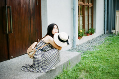 (Mr.Sai) Tags: fujicast801 meyeroptikgrlitzoreston50mmf18zebra tudorxlx200 analog film     taiwan taipei girl portrait