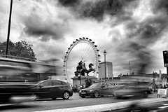 London Eye (geoffroy C) Tags: road longexposure bw london car long exposure fuji outdoor streetphotography londoneye x voiture nb route nd londres fujifilm now decisivemoment ndfilter x100 exterieur 23mm x100t