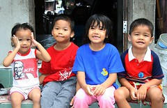 brothers and sisters (the foreign photographer - ) Tags: four children two brothers sisters porch doorway khlong thanon portraits bangkhen bangkok thailand canon kiss 400d