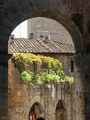 Tuscany in Bloom (simonnash.gallery) Tags: tuscany archway flowers