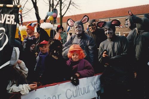 199702 met Kruismuizen in carnavalsoptocht kl