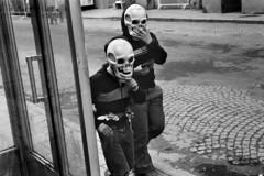 PAR334462 (euficolokoarte) Tags: child crne enfant glass mask masks masqueobjet rue skull street wallet