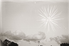 Fuegos artificiales I ((laural)) Tags: nature outdoors parks park parques cielos sky ao nuevo chino analoguephotography analogue photography buenosaires blackwhite