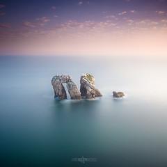 Puerta del Mar (J. Tiogran) Tags: mar sea rocas rocks largaexposicin longexposure cantabria liencres costaquebrada lee bigstopper nikon d7100 tokina 1116mm julin solana serrano