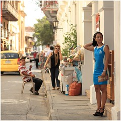 Streets of Cartagena (kcezary) Tags: street travel tourism canon square holidays colombia places polarizer cartagena портрет canon85mmf18 жена люди фотография улица девушка canoneflens путешествия canonprimelens canon5dmkii 5dmkii mylensdb