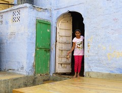 jaisalmer 2015 (gerben more) Tags: blue houses people india house girl arch doorway jaisalmer rajasthan