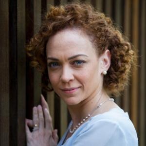 """Laila Garin reclama de plateia com celular no teatro: """"Ator não é aparelho"""""""