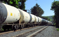 empty oil cans (Hank Rogers) Tags: pa pennsylvania dupont train rr railroad rail tankers empty double track rbmn rn readingnorthern oil petroleum industry freight economy economic summer distance signals lights red