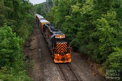 Navigating a Tree Tunnel (jwjordak) Tags: manifest 304 we treetunnel gp403 cloudy wheelinglakeerie train kent ohio unitedstates us