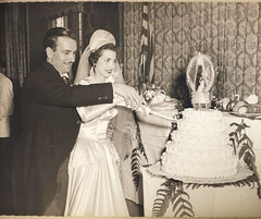 Wedding, Cake Cutting in the Bronx, 1950 (Robert Barone) Tags: 1950 1950s angelo angelobarone bronx clara italianamerican matrimonio newyork newyorkcity saintclairsofassisi vintage blackandwhite fotodepoca italoamericani parents thebronx wedding biancoenero mayersparkwayinn blancoynegro bride cake weddingcake clarabarone
