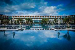 Vila Gale (olipennell) Tags: beach portugal pool grass strand fence hotel lagos gras algarve zaun möwe vogel meiapraia vilagale distriktfaro