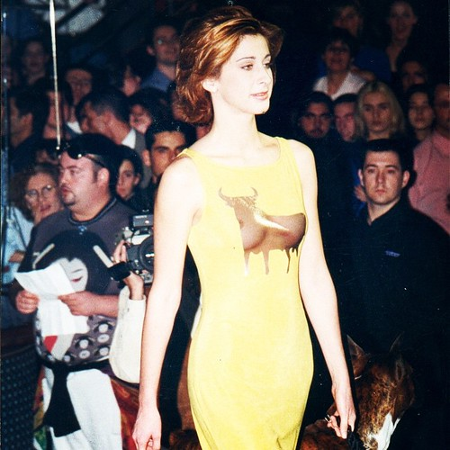 Al ruedo!! Carmen Janeiro (hermana del torero Jesulin de Ubrique) con un toro transparente de Estanislao    #costura #diseñadordemoda #altacostura #estanislaocostura #costuraamedida #fashiondesigner #fashion #diseñador #estanislao #hautecouture #moda #ate