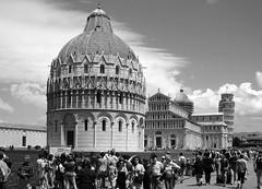 Pisa - Piazza dei Miracoli (Maxofmars) Tags: europe europa église church iglesia chiesa kirche touriste turista tourist italie italia italy pise pisa toscane toscana place square plaza plaça piazza plaats