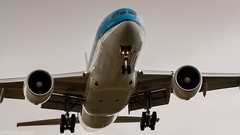 KLM 777-200ER on final approach for runway 06 (Nicky Boogaard Photography) Tags: boeing airbus bombardier 737 767 a340 747 777 787 icelandair klm delta china cargo embrear 1klm 777200er final approach for runway e175 tui dreamliner transavia flybe atlasglobal holland amsterdam airport aviation