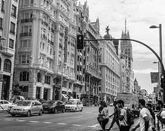 Cruzando Gran Via (cmarga28) Tags: madrid granvia espaa via calle gente atravesandocalle urbano capital ciudad edificios arquitectura perspectiva elegancia belleza luz elegante street city europa foto photography nikon digital raw d750