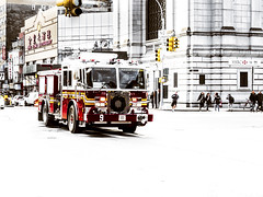 F.D.N.Y. #9 (Paco CT) Tags: calle camion escenario street transporte lorry place scenary transportation truck newyork ny unitedstatesofamerica usa firemen automovile streetphotography callejera fotografiacallejera outdoor pacoct 2016 chinatown