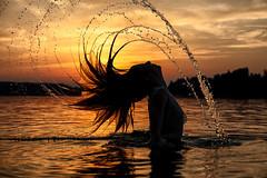 Wasserfontne (glamorous-pictures.de) Tags: shooting model mhne mhnesee sauerland sonnenuntergang gegenlicht wasser fontne silhouette glamorouspictures