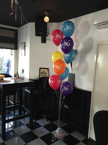 Gronddecoratie 9ballonnen 50 Jaar Winebar Grapps Spijkenisse