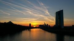 Sundown over the Main in Frankfurt (whilbl) Tags: sonnenuntergang sundown frankfurt main ezb ecb flus river clouds