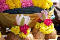 IndiaSouth_2013-11-25_09.57.45 (Gejepewe) Tags: karnataka mysore southindia offerings chamundi chamundeshwaritemple