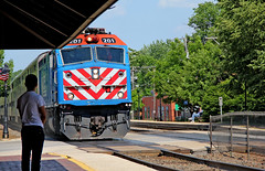 That's My Train (craigsanders429) Tags: riversideillinois riversideillinoismetrastation metratrains metra passengertrains passengercars commutertrains bnsfracewayinchicago railroadtracks metraf40phm2 metraf40phm2no201