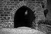 Puerta Pueblo Ujué (Garimba Rekords) Tags: blanco arquitectura y negro pueblo bn navarra ujué